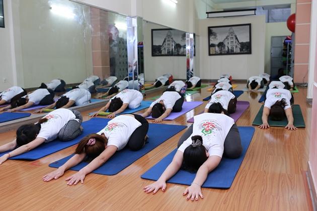 Cau-lac-bo-Yoga-B-Sky-Yoga-Club (2)