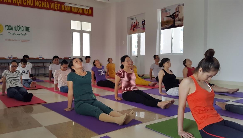 phong-tap-yoga-huong-tre (1)
